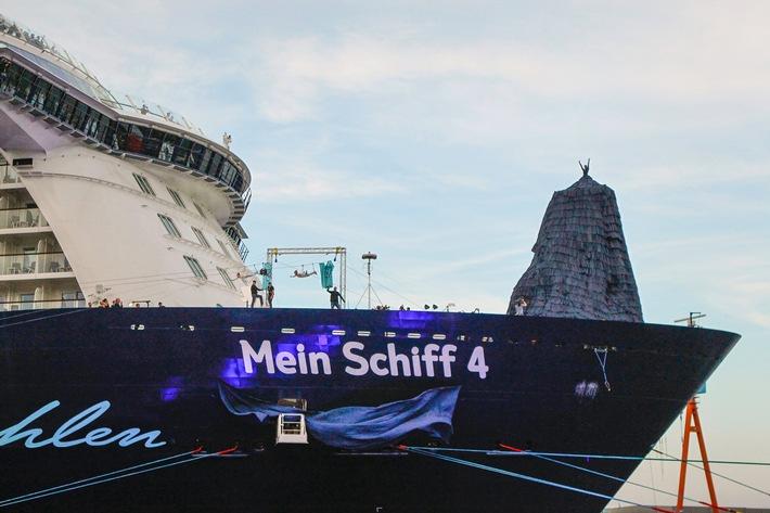 Über dem Hafen von Kiel: Franziska van Almsick tauft Mein Schiff 4 / Große Taufparty am Ostseekai